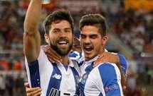 Felipe festeja com André Silva