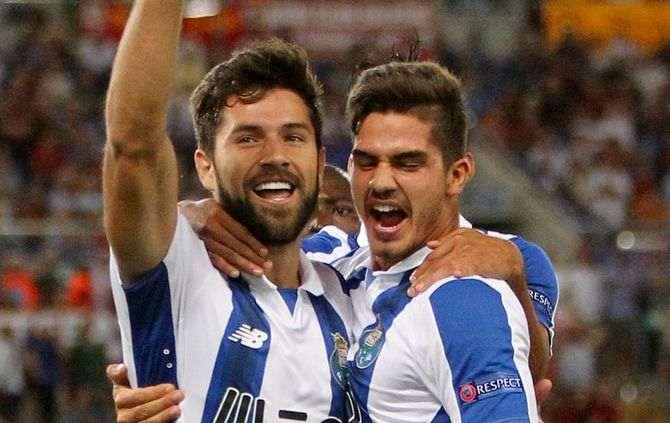 8d7f8f0877 Felipe festeja com André Silva