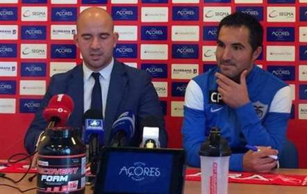 Carlos Pinto na apresentação oficial (foto facebook)