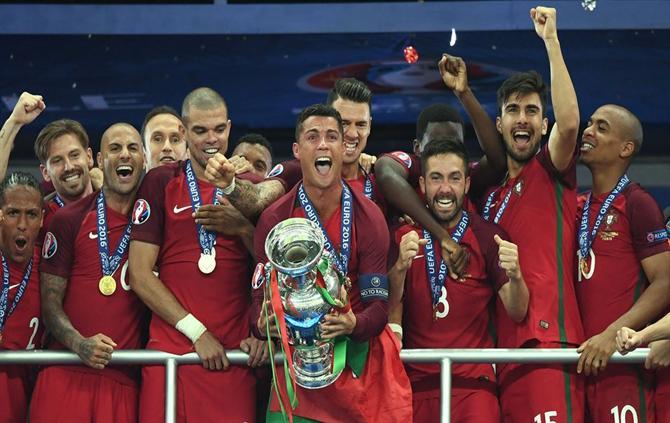 Resultado de imagem para Brasil volta ao topo e Portugal desce de 4.º para 6.º no 'ranking' FIFA