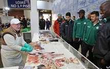 Jogadores no Mercado do Livramento (José Luís/ASF)