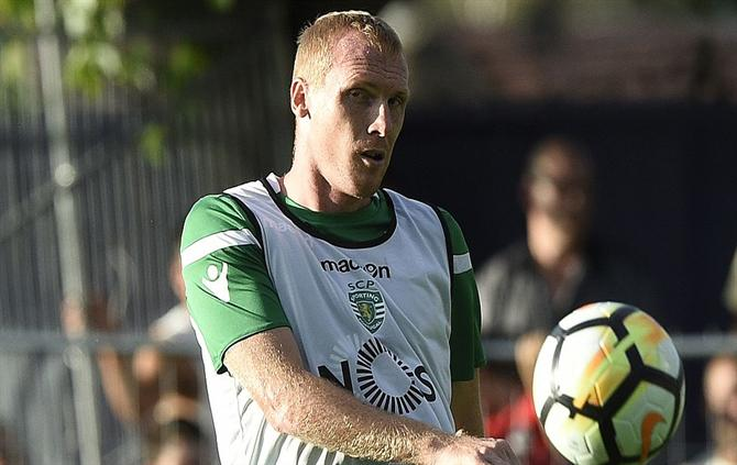 http://www.abola.pt/img/fotos/ABOLA2015/SPORTING/2017/mathieu4.jpg
