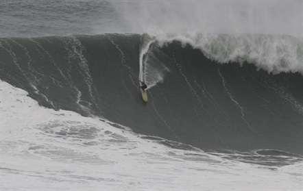 Surfista inglês de 46 anos morre no areal da praia do Amado