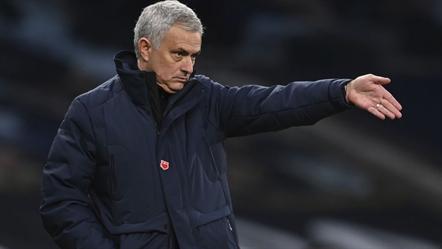 Mourinho estuda o novo clube, com um jovem em destaque