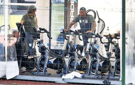 Jerome Boateng, da Alemanha, ficou-se pelo trabalho de ginásio (Michael Probst/AP)