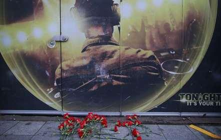 Flores em meória das vítimas do ataque terrorista numa discoteca em Istambul (Emrah Gurel/AP)