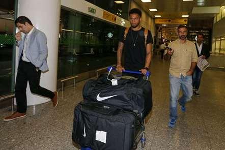 Jogador André na chegada a Lisboa para assinar pela equipa leonina. (Sérgio Miguel Santos/ASF)