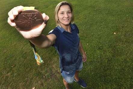 Telma Monteiro na chegada a Lisboa depois da medalha de bronze conquistada no Rio de Janeiro. (Sérgio Miguel Santos/ASF)